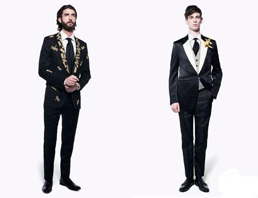 想要成为型男?当然要穿亚历山大麦昆!男装搭配2010年,男士服装搭配绝对少不了时尚元素,然而相对于那些平时不爱打扮的人来说,搭配衣服实在是件很难的事情。如何既时尚又不显得张扬,玩的是流行而不是类同,既显得大气,又不老气,简约而不简单。把这些年轻的绅士们打扮的像明星一样的时尚,自信和耀眼。 首先,你要注重细节。 袖口虽小,却在服饰中起着画龙点晴的妙用。袖扣的搭配可大有学问,一般来讲,水晶玻璃袖扣因其透明,最好搭配白色衬衫。而白色黑点衬衫搭配黑色小领结,有华丽而时髦的感觉;黑,白,灰衬衫搭配银色袖扣,则有沉稳